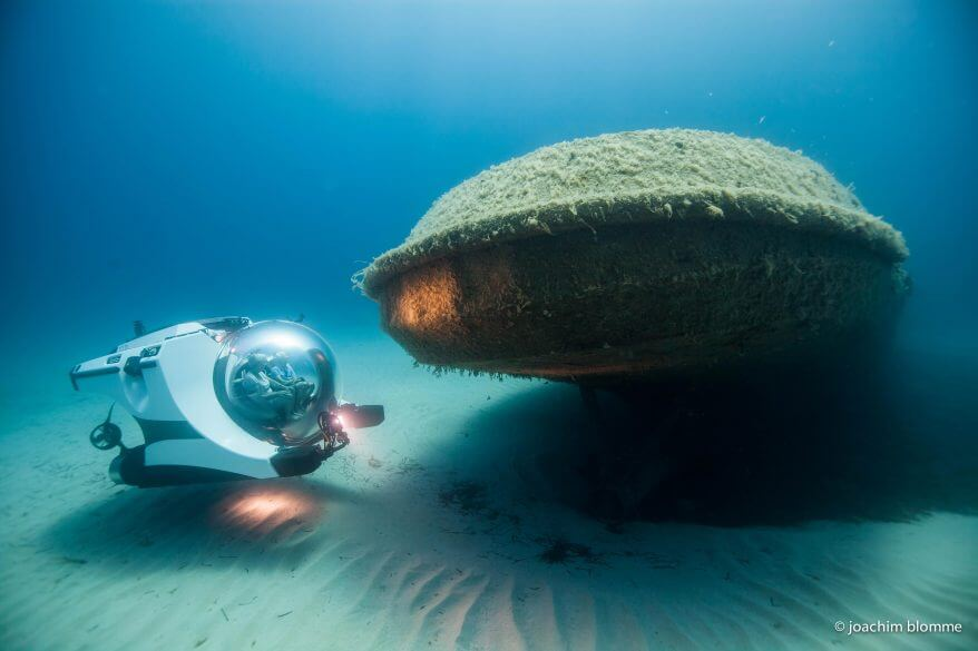 Personal submersible wreck diving